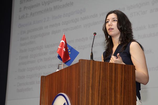 AB Bakanlığı Proje Uygulama Başkanlığı Uzman Yardımcısı Elif Karakulak, gerek siyasi gerekse medya hibe programlarında projeler, proje başına en az 50 bin avro, en fazla 150 bin avro destek sağlanacağı bilgisini verdi.
