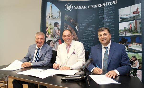 Yaşar Üniversitesi Rektörü Prof. Dr. Murat Barkan, Karşıyaka Belediyesi Başkanı Cevat Durak ve Bornova Belediyesi Başkanı Prof.Dr. Kamil Okyay Sındır protokolü imzaladı.