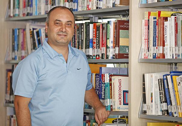 Doç.Dr.Umut Halaç-Yaşar Üniversitesi İktisadi ve İdari Bilimler Fakültesi Ekonomi Bölümü Başkanı