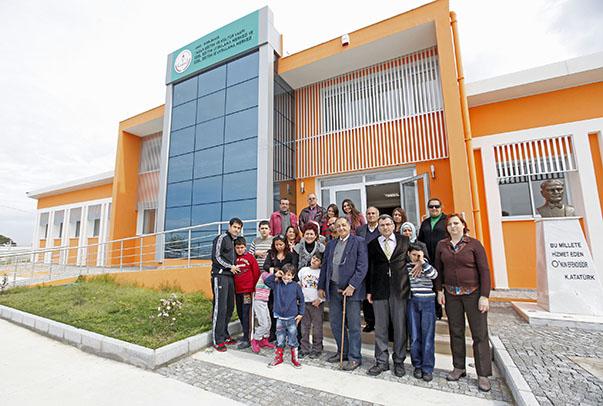 : Her sınıfın 4 öğrenci ve 2 öğretmenden oluştuğunu belirten Selim Yaşar, Milli Eğitim Bakanı  Prof. Dr. Nabi Avcı başta olmak üzere ilgili tüm kamu yöneticilerinin okullarıyla yakından ilgilendiğini ve desteklediğini belirtiyor.