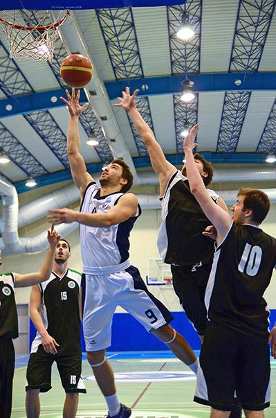 Güçlü rakibi Kocaeli Üniversitesi'ni çekişmeli maçta 75-73 geçen Yaşar Üniversitesi, konuk olduğu Samsun Canik Başarı Üniversitesi'ni de 88-63 gibi net bir skorla geçerek şampiyonluk yolunda kayıpsız devam etti.