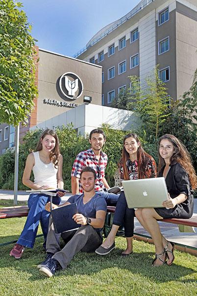Yaşar Üniversitesi'ni Türkiye'nin 50 ilinden öğrenci tercih etti. Bin 460 öğrenci arasında 990'ı ise ilk 5 tercihine Yaşar'ı yazarak kazandı.