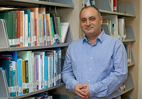 Doç. Dr. Umut Halaç- Yaşar Üniversitesi İktisadi ve İdari Bilimler Fakültesi Ekonomi Bölümü Başkanı