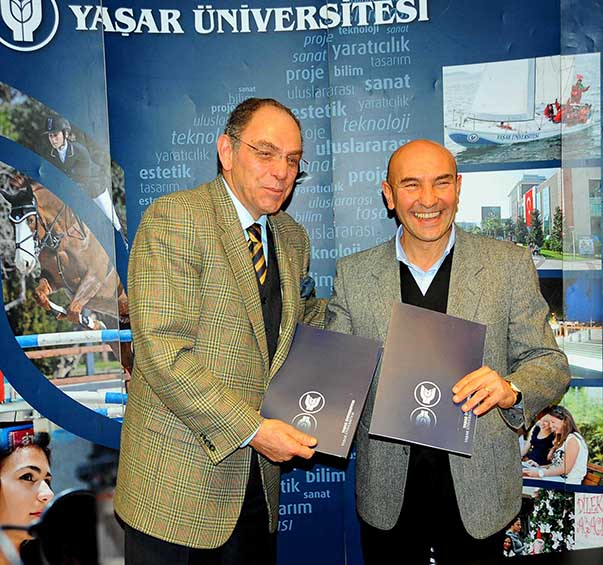 """Seferihisar Belediyesi ve Yaşar Üniversitesi arasında yapılan protokolle Sığacık Kaleiçi'ndeki ev sahiplerine """"ev pansiyonculuğu"""" eğitimi verilecek."""