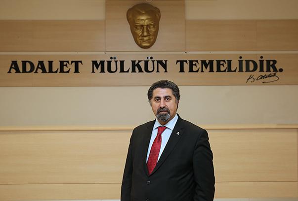 Yaşar Üniversitesi Hukuk Fakültesi Öğretim Üyesi Prof. Dr. Mustafa Ruhan Erdem