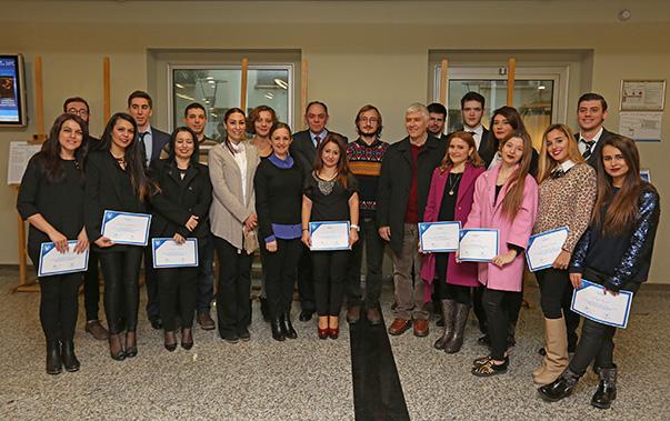 Temiz ve yeşil enerji olarak adlandırılan yenilenebilir enerji kaynaklarının yaygınlaştırılmasını amaçlayan Yaşar Üniversitesi öğrencileri, Greenpeace için reklam projeleri geliştirdi.