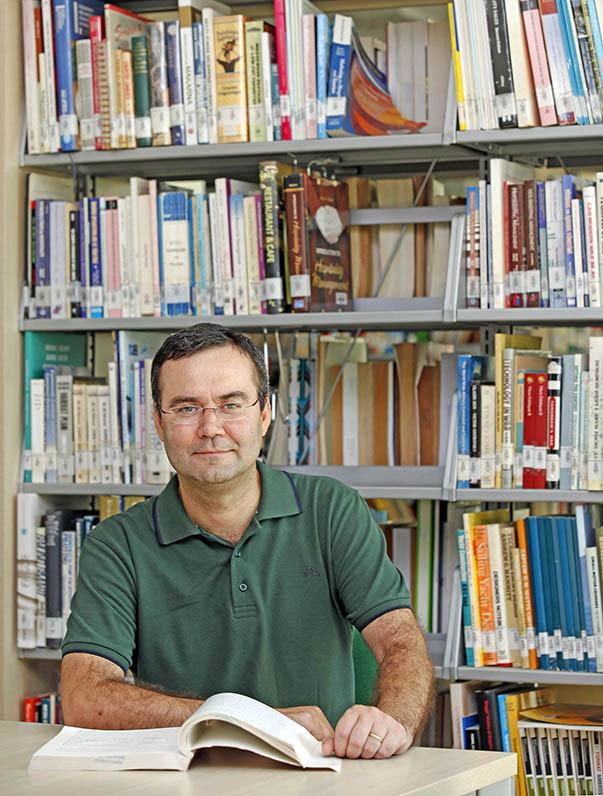Yaşar Üniversitesi Ekonomi Bölümü Öğretim Üyesi Doç. Dr. Ufuk Tutan