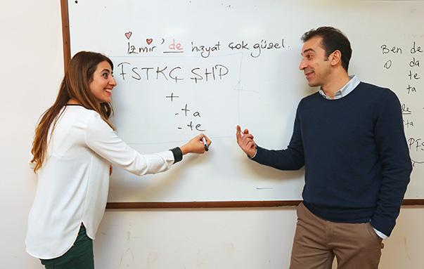 Yaşar Üniversitesi Yabancı Diller Yüksekokulu Okutmanı Meltem İmrol eğitimlerin haftada 3 saati aşkın sürdüğünü söyledi.