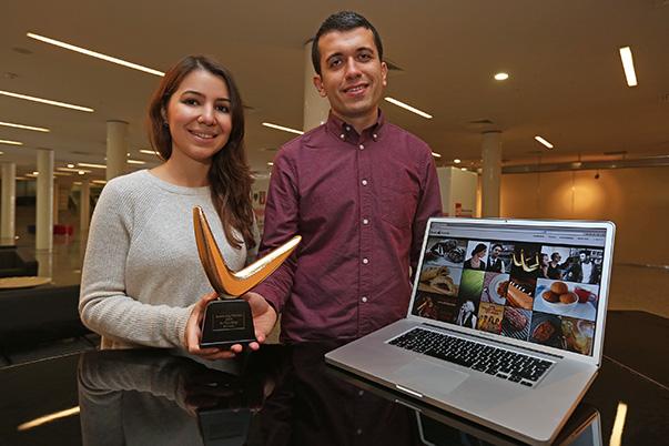 """Yaşar Üniversitesi Sosyal Bilimler Enstitüsü İletişim Yüksek Lisans Programı mezunları Kemal Kadirhan ve Didem Pulat tarafından 53 TL'ye kurulan """"sesliyemek.com"""" bloğu, sektördeki büyük bir yatırımcıya 200 bin TL'nin üzerinde bir fiyata satıldı."""