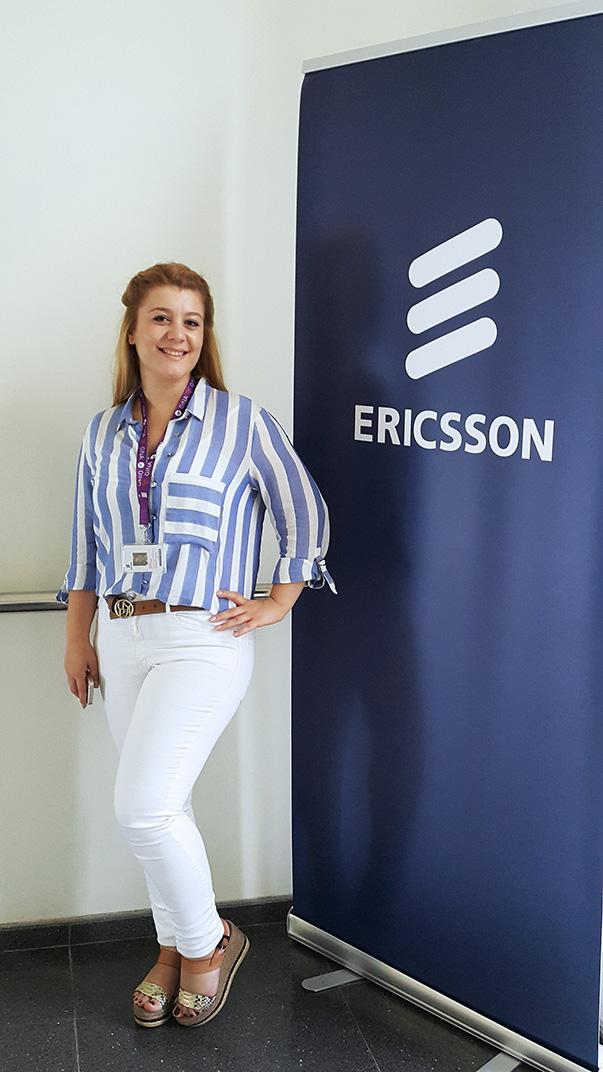 Ericsson bünyesinde Avea'nın IT (Enformasyon Teknolojileri) telekomünikasyon projelerini yürüten test ekibinde görev yapan Ayşe Okutan, 2014 yılının Temmuz ayında Yaşar Üniversitesi Bilgisayar Mühendisliği bölümünden mezun oldu