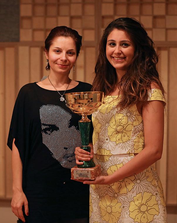 Yaşar Üniversitesi Müzik Bölümü Caz Departmanı caz vokal dalında eğitimini Öğretim Görevlisi Burcu Arı'yla sürdüren Ezgi Alaş, İtalya'daki Uluslararası Avrupa Genç Yetenekler Müzik Festivali'nden iki ödül birden kazandı.