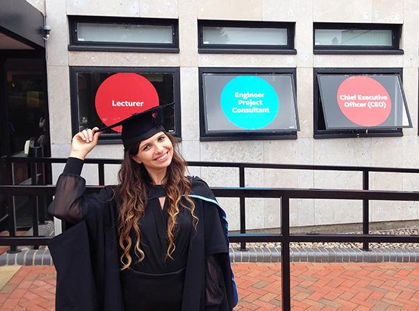 Yaşar Üniversitesi Hukuk Fakültesi'nden mezun olur olmaz İngiltere'nin en saygın üniversitelerinden biri olan Southampton Üniversitesi'nde burslu yüksek lisans yapma hakkı kazanan Sinem Oğiş eğitimini başarıyla tamamladı.
