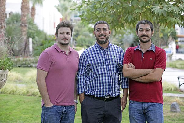 Yaşar Üniversitesi İşletme Bölümü Araştırma Görevlisi Metehan İğneci, Doç. Dr. Çağrı Bulut ve Araştırma Görevlisi Mustafa Okur (soldan sırayla)