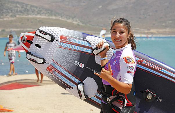 Genç bayanlarda 2 yıl üst üste dünya şampiyonluğunu kazanan Yaşar Üniversitesi öğrencisi Fulya Ünlü, Profesyonel Rüzgar Sörfü Birliği (PWA) Dünya Kupası'nın Kore'deki ilk ayağında, Büyükler Kategorisi'nde üçüncülüğü elde ederek, podyum gören en genç Türk sporcu olmuştu.