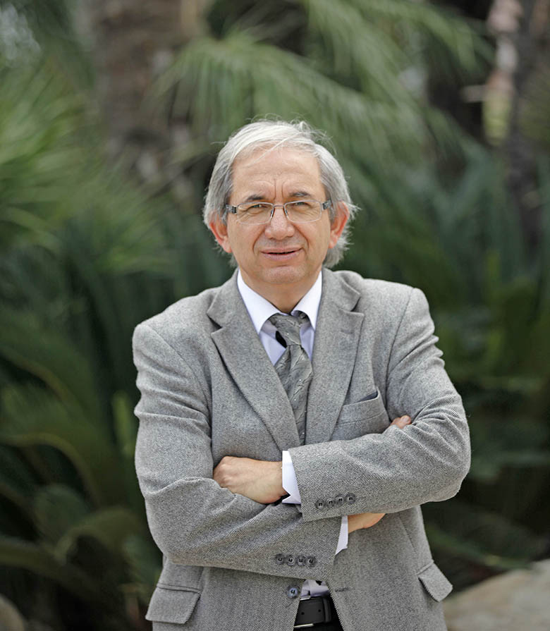 Yaşar Üniversitesi Enerji Sistemleri Mühendisliği Bölüm Başkanı Prof. Dr. Arif Hepbaşlı, elektrikli ısıtıcıların yine elektrikle çalışan klimalara göre 3-4 kat fazla enerji harcadığını belirtiyor.