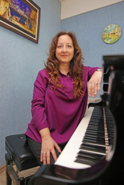 Yaşar Üniversitesi Müzik Bölümü Öğretim Görevlisi Aslı Akyunak, Uluslararası Kadın Müzisyenler Derneği'nin (IAWM) ilk Türk üyesi oldu.