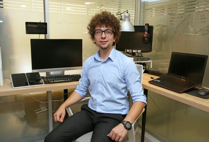 aşar Üniversitesi Bilgisayar Mühendisliği Yüksek Lisans öğrencisi Mert Kılıç, tehditlere karşı, tek bir panel ve cihaz üzerinden tüm tehditleri engelleyebilen siber güvenlik cihazı geliştirdi.