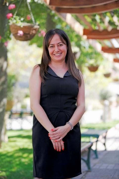 """Yaşar Üniversitesi Uluslararası İlişkiler Bölümü Öğretim Üyesi Yrd. Doç. Dr. Ayselin Yıldız'ın koordinatörlüğünde 17 farklı ulusal ve uluslararası kurumun ortaklığında yürütülecek olan kürsü """"Uluslararası Göç"""" üzerine Türkiye'deki ilk ve tek UNESCO Kürsüsü olma özelliği taşıyor."""