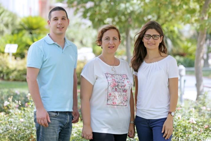 FOTOĞRAFTAKİLER (Soldan : Dr. Göker Gülay- Doç. Dr. Ferah Onat- Dr. Melike Uluçay)