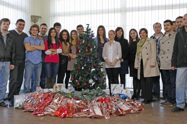 Yaşarlı öğrencilerden Van'daki kardeşlerine yeni yıl hediyesi