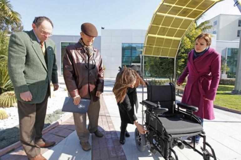 Yaşar'dan güneş enerjili engelli aracı