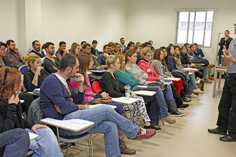 Ünlü reklamcı Haluk Mesci'den  öğrencilere seminer