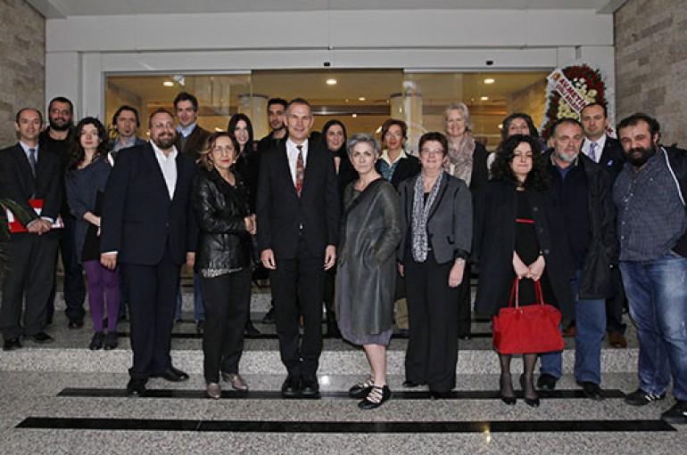 Dünya yazarları İzmir'de