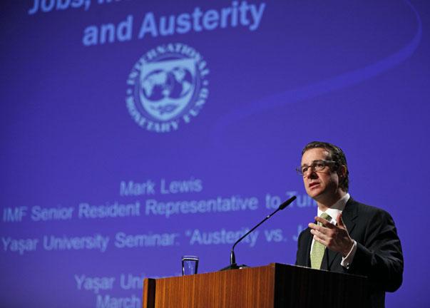 """IMF Türkiye Direktörü Mark Lewis """"İstihdam, Kapsayıcı Büyüme ve İstikrar"""" başlıklı sunumunda ülkelerin büyümeyi ve istihdamı artırmak için neler yapılabileceğini ele aldı."""
