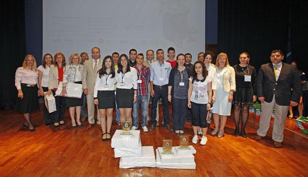 Selçuk Yaşar Kampüsü'nde düzenlenen ödül töreninde  birbirinden iddialı 10 projenin tanıtımı jüri önünde gerçekleştirildi.