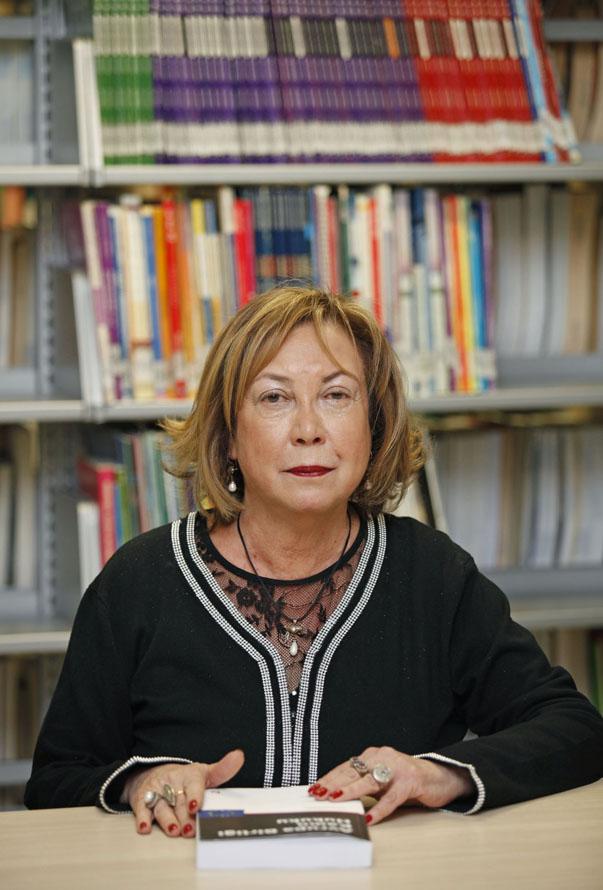 """Yaşar Üniversitesi Hukuk Fakültesi Öğretim Üyesi Prof. Dr. Işıl Özkan, """"Yaşar Üniversitesi'ne bağlı olarak kurulan Uluslararası Hukuk Merkezi'nin başlıca amacı Türkiye'deki hukuk eğitimini tek yönlü ulusal hukuk eğitiminden çıkararak uluslararası hale getirmektir"""" dedi."""