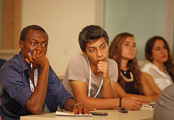 Dünyanın dört bir yanından öğrencilerin ilgi gösterdiği programda, Avrupa ve Akdeniz bölgesinin politik, ekonomik, sosyal ve kültürel boyutu incelendi.