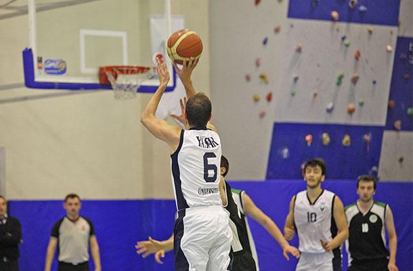 Ünilig Erkekler Basketbol 2. turunda K Grubu'nda, Kocaeli, Okan, Zirve, Doğuş ve Canik Başarı üniversiteleriyle mücadele eden Yaşar Üniversitesi takımı, son altı maçını üst üste kazanarak grubunda 13 puanla liderliğe yükseldi.