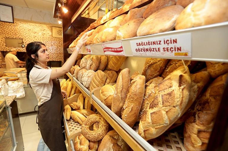 Ekmek rublenin ağzında