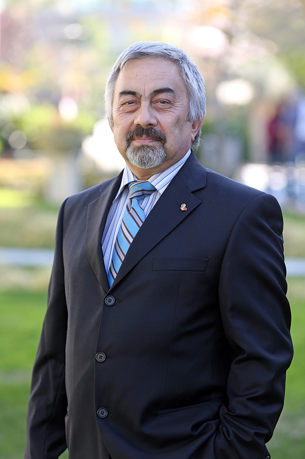 Yaşar Üniversitesi MYO Elektrik ve Enerji Bölümü Başkanı Yrd. Doç. Dr. İlker Gürkan, hava kirliliği için en önemli önlemin, çevreci enerji kaynaklarına yönelmek ile enerjiyi verimli ve tasarruflu kullanmak olduğunu belirtti.