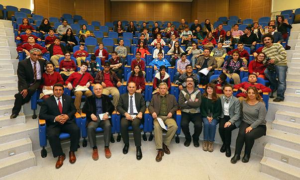 Yaşar Üniversitesi ile İzmir Milli Eğitim Müdürlüğü işbirliğiyle hayata geçen Sinema Terapi Projesi kapsamında, görme engelli öğrenciler ile işitme engelli öğrencilerin, öğretmenleriyle birlikte aldıkları eğitimin ardından çektikleri kısa filmler tamamlandı.