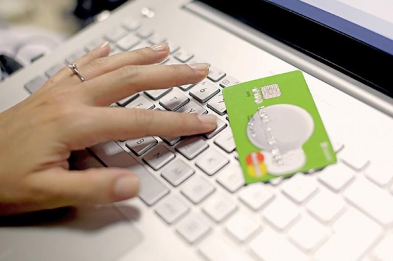 İnternet üzerinden kartla alışveriş çılgınlığı katlanarak artıyor