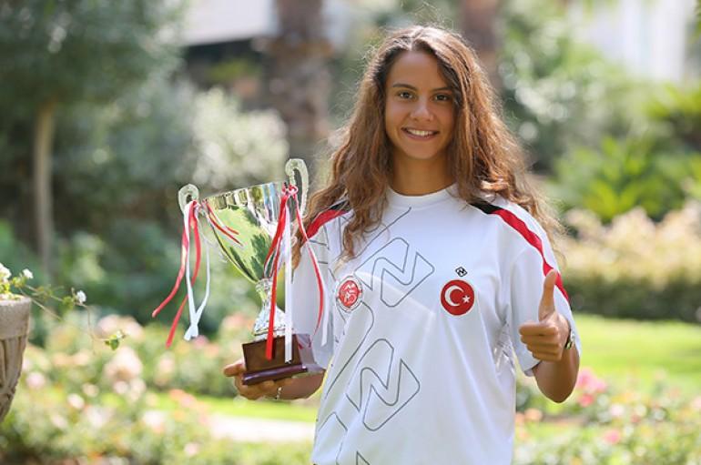 Yaşarlı İpek Türkiye Şampiyonu