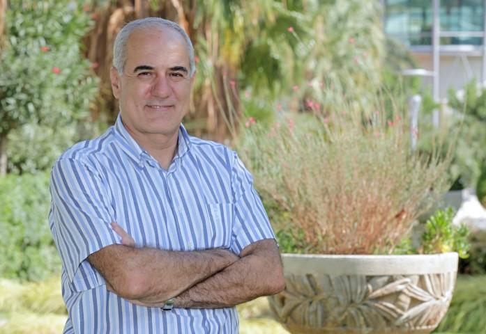 Türkiye ortalamasının üzerinde konaklama fiyatlarına sahip bölgede yaşanan gelişmeleri değerlendiren Yaşar Üniversitesi Turizm Rehberliği Bölüm Başkanı Prof. Dr. Orhan İçöz, satış sonrası otellerin işletme haklarının yabancıların eline geçebileceğine dikkat çekti.