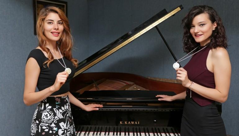 (Turkish) Genç piyanistler İtalya'da dünya 2'incisi oldu