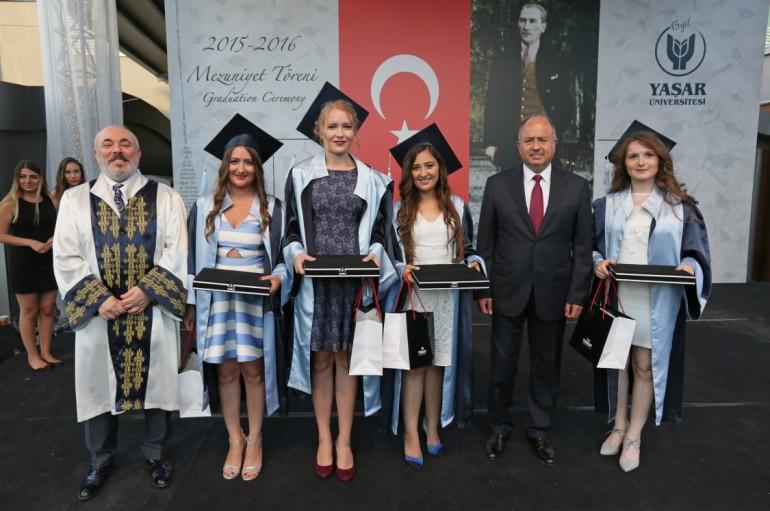 Yaşar'da mezuniyet gururu