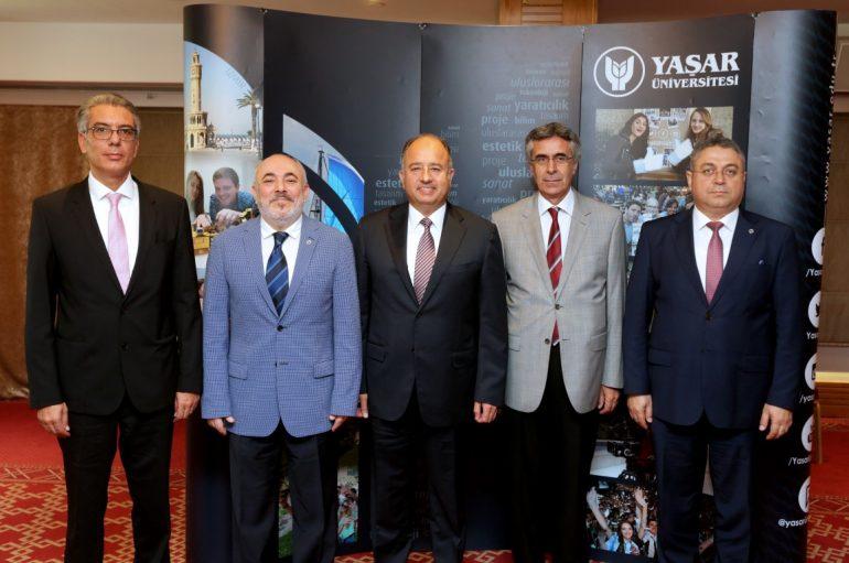 """Yaşar Üniversitesi'nden """"Darbeye Hayır"""""""