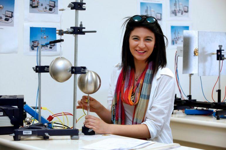 İzmir'de bilim şenliği