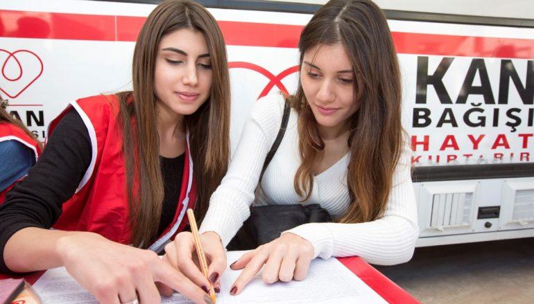 Yaşarlı gençlerden Kızılay'a kan bağışı