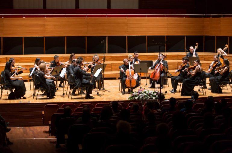 (Turkish) Yaşar Üniversitesi Oda Orkestrası Şehit Fethi Sekin İçin Çaldı