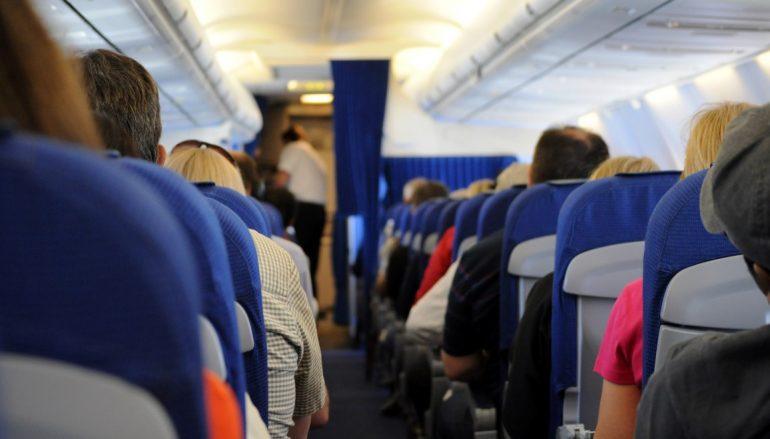 (Turkish) Uçakta telefonunu açık tutana 2 bin 124 lira ceza