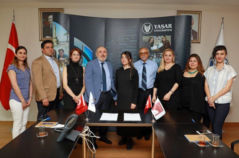 (Turkish) İzmirli iç mimarlara akademik destek sürüyor