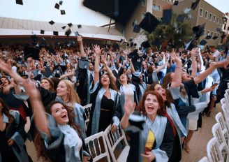 Yeni yaşamlarına diploma ile uğurlandılar