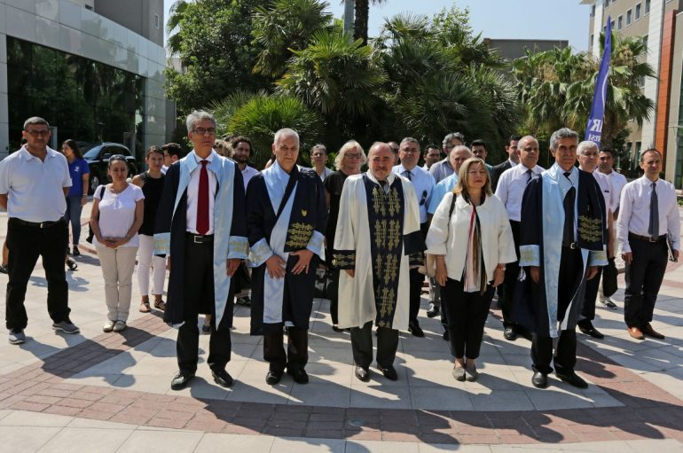 ŞEHİTLERE EN GÜZEL VEFA BORCU, DEMOKRASİYE SAHİP ÇIKMAK