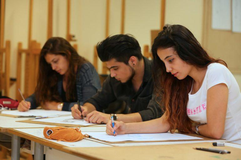 (Turkish) İstihdama giden yol mesleki eğitimden geçiyor