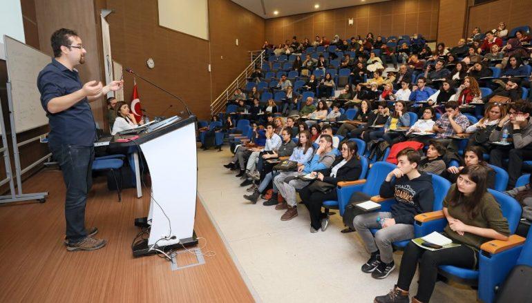 (Turkish) Lise öğrencilerine Yaşar'da münazara eğitimi